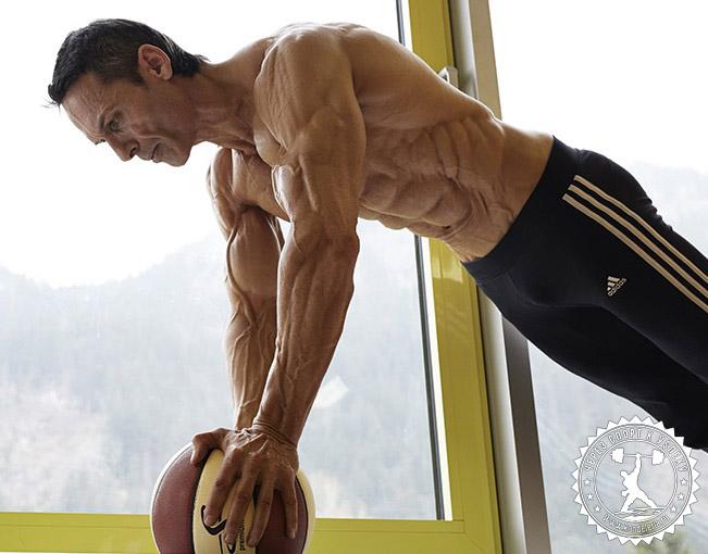 Человек-рельеф Хельмут Штребль: интервью с фитнес-моделью
