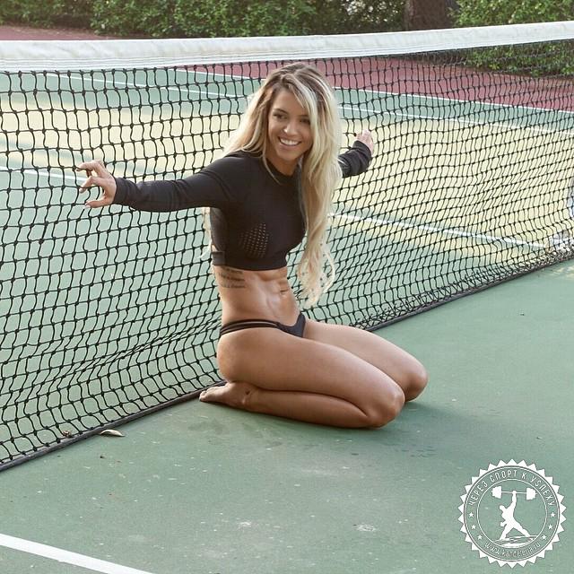 Фитнес-модель Никки Блэккеттер