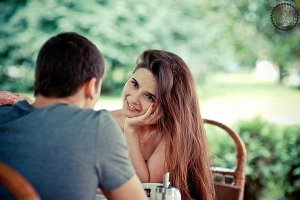 Как понять нравишься ли ты девушке по ее поведению