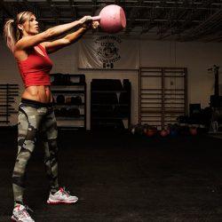 Упражнения с гирей на плечи, грудь и руки – базовый курс