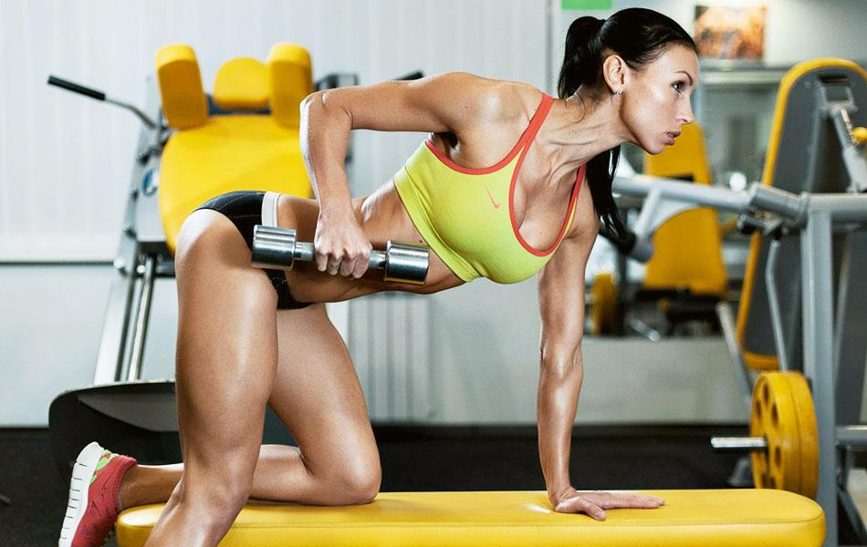 Упражнения для тренировки рук для девушек дома