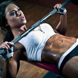 Упражнения для грудных мышц для девушек в домашних условиях и тренажёрном зале